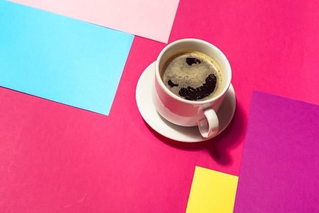 Kaffeetasse an buntem