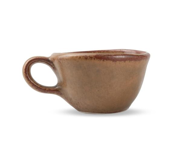 Kaffeetasse craft keramik auf weißem lokalisiertem hintergrund mit beschneidungspfad.