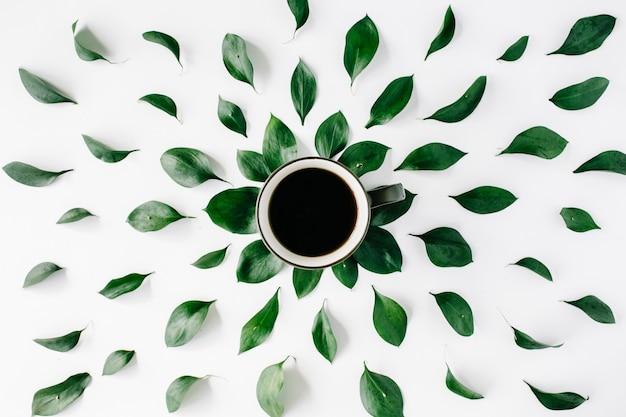 Kaffeetasse mit blättern