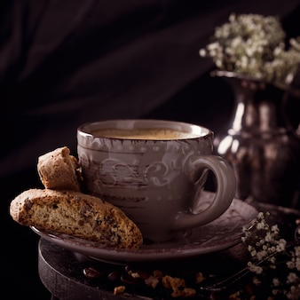 Kaffeetasse mit bohnen