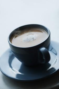 Kaffeetasse mit heißem kaffee