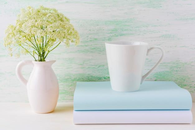Kaffeetasse modell latte form auf hellgrün