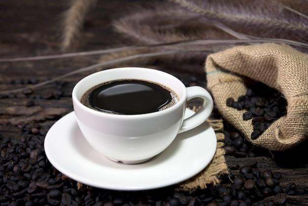 Kaffeetasse und bohnen