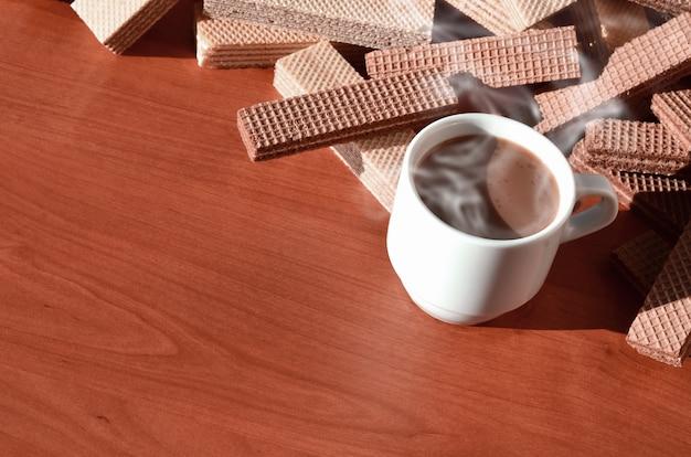 Kaffeetasse und waffeln