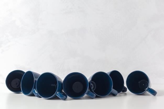 Kaffeetassen auf dem tisch