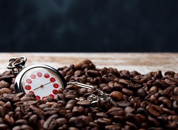 Kaffeezeit mit blauem hintergrund