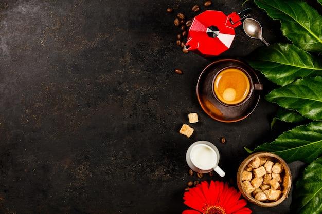 Kaffeezusammensetzung auf dunklem rustikalem