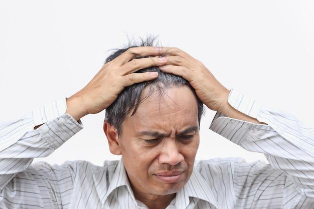 Kahlheit (haarausfall) führte zu einer mid-life-krise