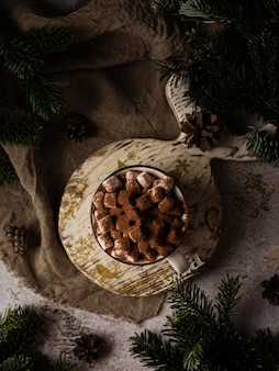 Kakaobecher verziert mit marshmallow
