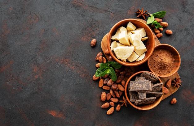 Kakaobohnen, butter und schokolade