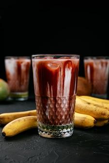 Kakaogetränk mit lebensmittelzusätzen und eis