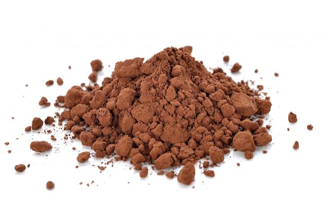 Kakaopulver getrennt auf weiß