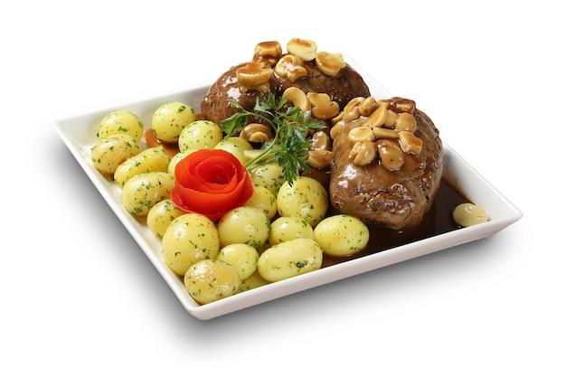 Kalbsbraten mit kartoffeln.