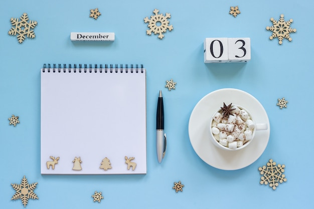 Kalender 3. dezember tasse kakao und marshmallow, leeren offenen notizblock