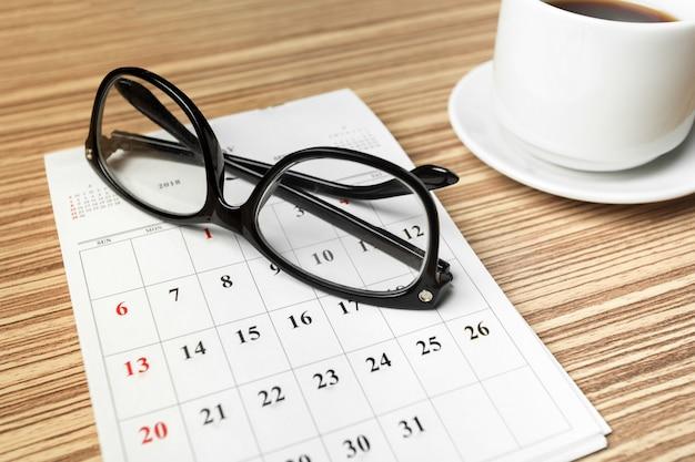 Kalender auf holztisch