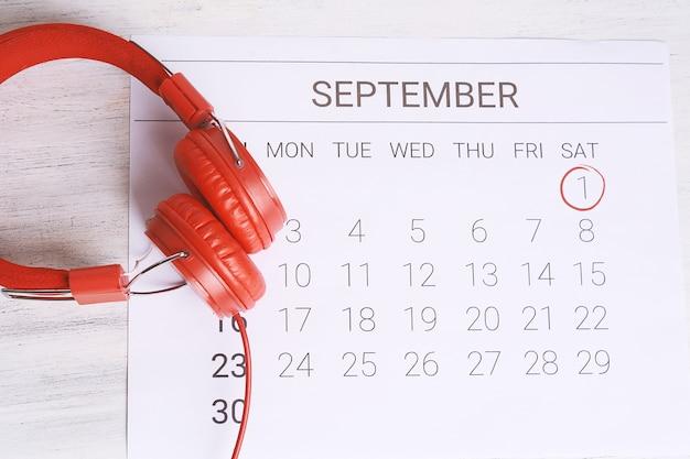 Kalender mit kopfhörern.