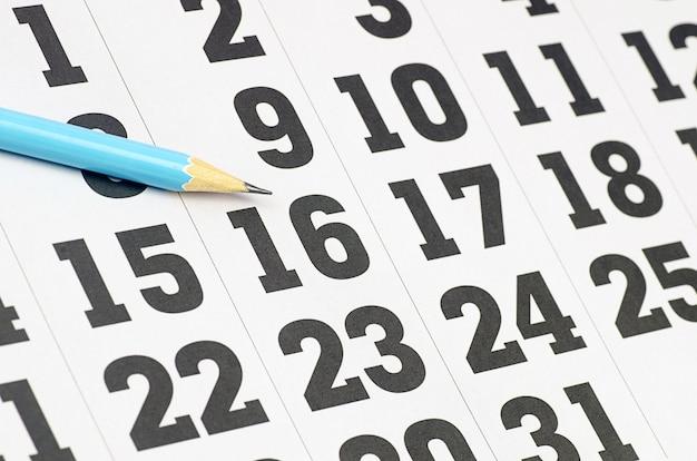Kalenderseite und bleistift