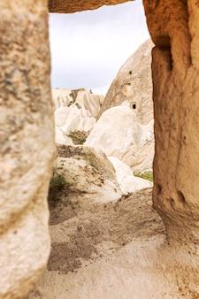 Kalksteinberge in den tälern von cappadocia.