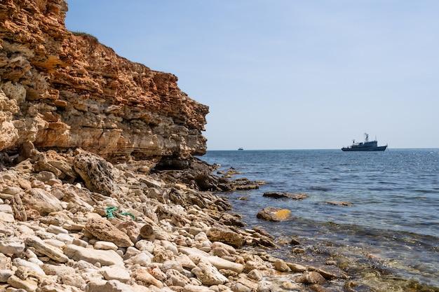 Kalksteinfelsen von bonifacio und das berühmte sandkorn der felsen, corse, frankreich