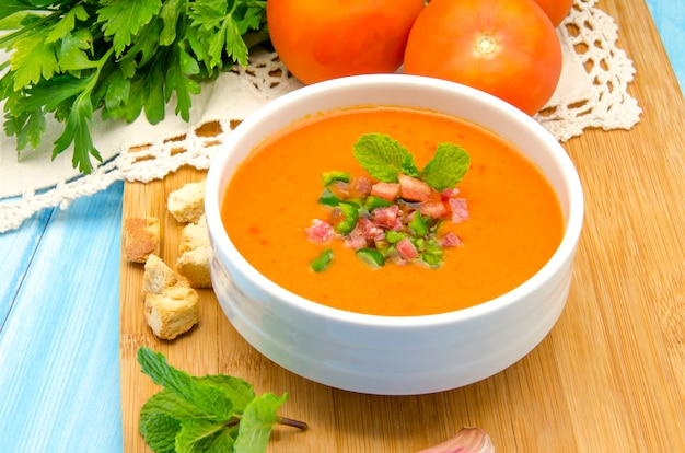 Kalte gazpacho-suppe