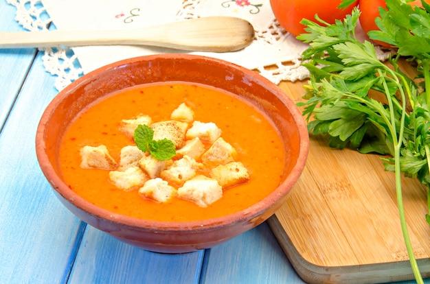 Kalte gazpacho-suppe