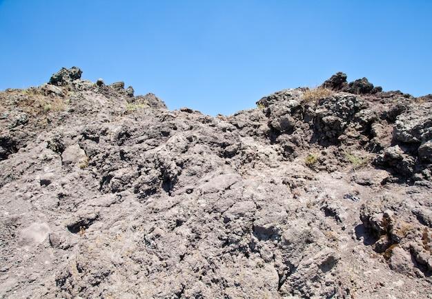 Kalte vulkanische lava im vesuv-krater - neapel - italien