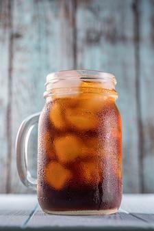 Kalter kaffee im einmachglas