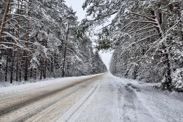 Kalter schnee nach schneefall