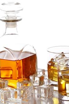 Kalter whiskey mit eis