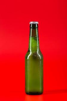 Kaltes bier in der flasche
