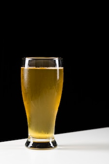 Kaltes glas bier
