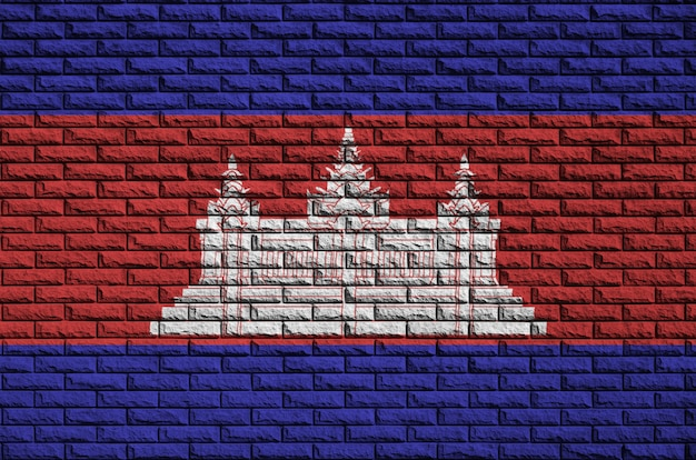 Kambodscha-flagge wird auf eine alte backsteinmauer gemalt