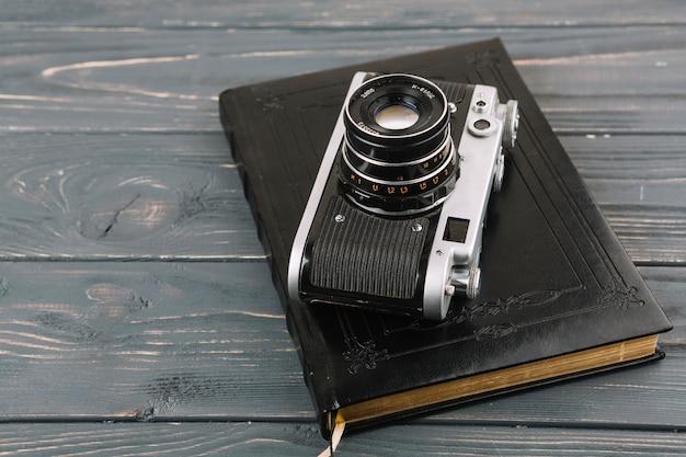 Kamera auf buch