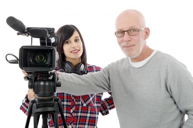 Kameramann der jungen frau und der reife mann