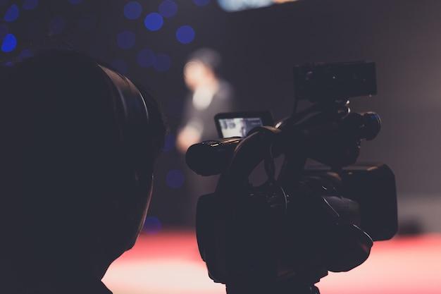 Kameramann in einem seminarraum