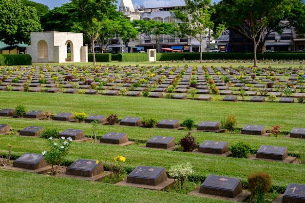 Kanchanaburi-kriegskirchhof (don rak) provinz kanchanaburi des zweiten weltkriegs, thailand