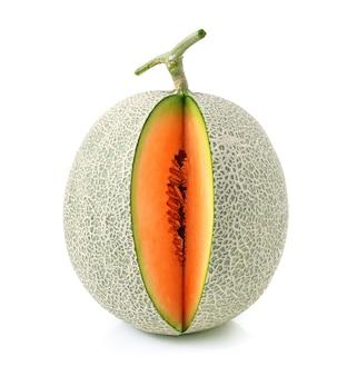Kantalupemelone auf weißem hintergrund