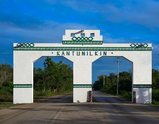Kantunilkin eingang bogen in mexiko