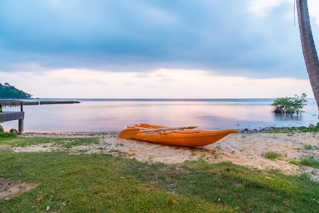 Kanu am strand