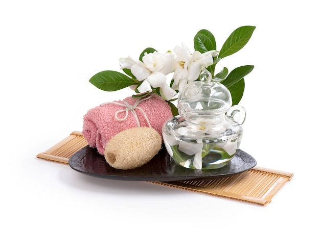 Kapblumenbad jasmin isoliert auf einem weißen.