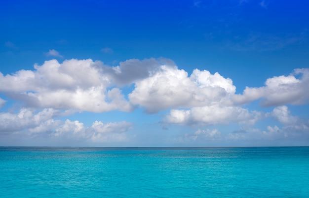 Karibische perfekte türkiswasserbeschaffenheit