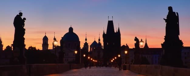 Karlsbrücke in den frühen morgenstunden