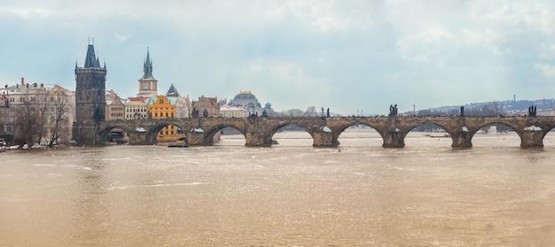 Karlsbrücke in prag, panoramablick