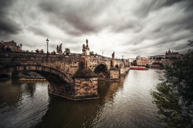 Karlsbrücke in prag.