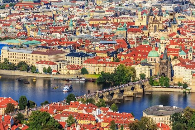 Karlsbrücke und altstadt von prag panorama. Premium Fotos