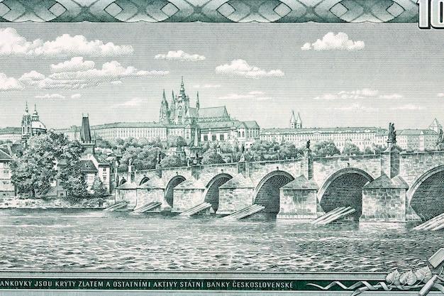Karlsbrücke und hradschin in prag vom geld