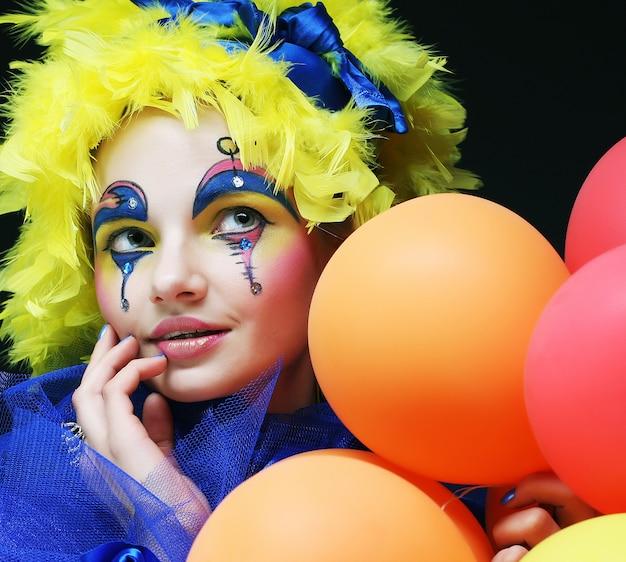 Karneval frau mit ballons
