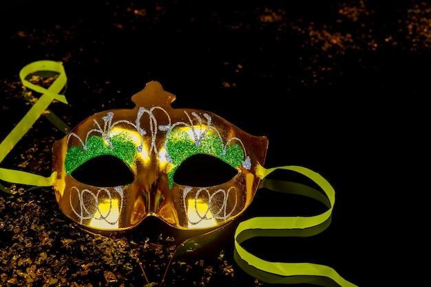 Karnevalsmaske der jüdischen feiertagstradition zum feiern von purim.