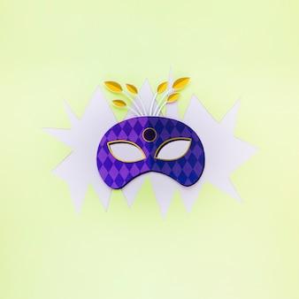 Karnevalsmaske flach auf papier ausschneiden