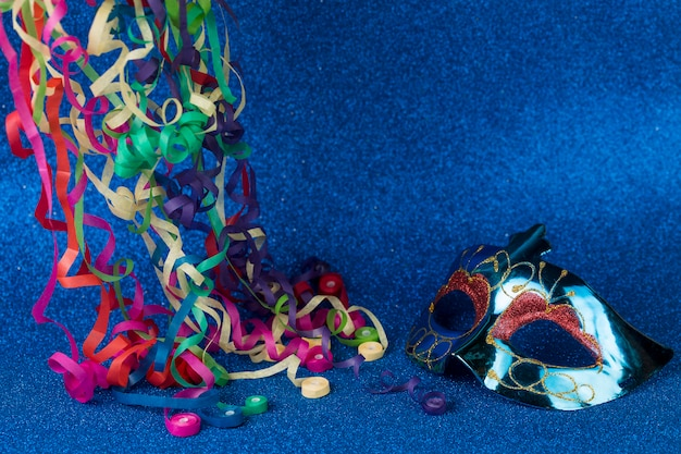 Karnevalsmaske mit dekoration